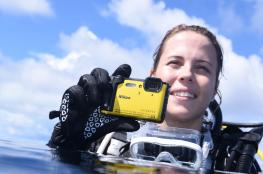 كاميرا جديدة من Nikon تعمل ساعة كاملة تحت عمق 30 متراً