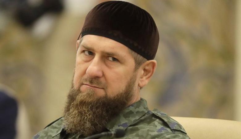 شاهد ..الرئيس الشيشاني يذرف الدموع في خطبة الجمعة