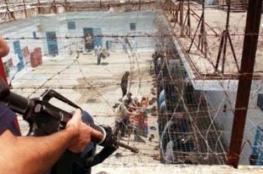 عشية يوم الأسير: 6.500 أسير بينهم 57 امرأة و300 طفل في سجون الاحتلال