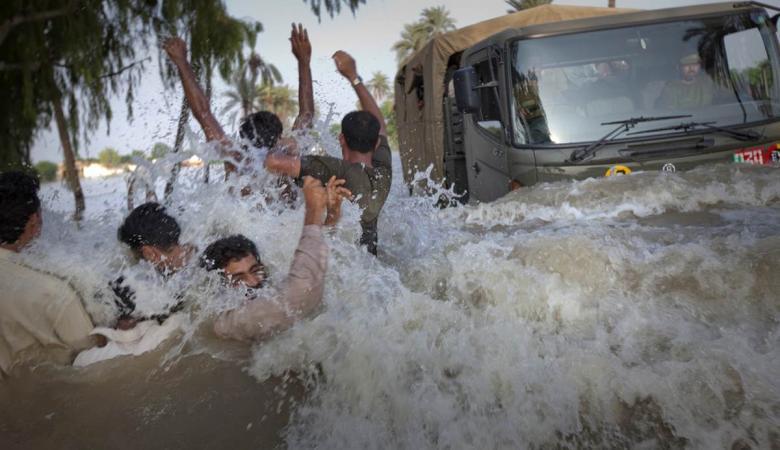 الفيضانات تودي بحياة 12 شخصاً في ايران