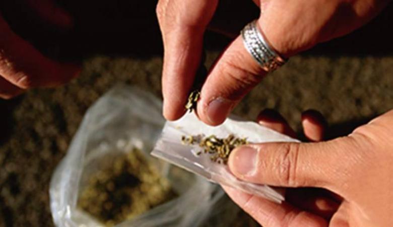 أب يبلغ الشرطة عن ابنه لتعاطيه المخدرات في الخليل