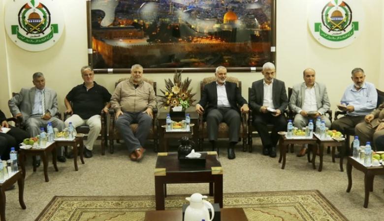 مسؤول فلسطيني يكشف تفاصيل الاجتماع الطارئ مع هنية