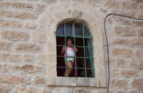 النوافذ والأبواب المغلقة بقرار من قوات الإحتلال بعد مجزرة الحرم الإبراهيمي عام 1994