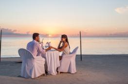 دراسة: الأزواج يميلون إلى أن يكونوا أكثر وزناً وأفضل صحة