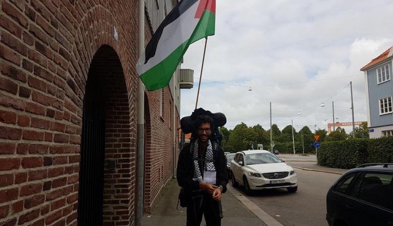 قبل 3 أشهر انطلق سيراً على الأقدام للوصول إلى فلسطين .. المتضامن السويدي يصل سلوفاكيا