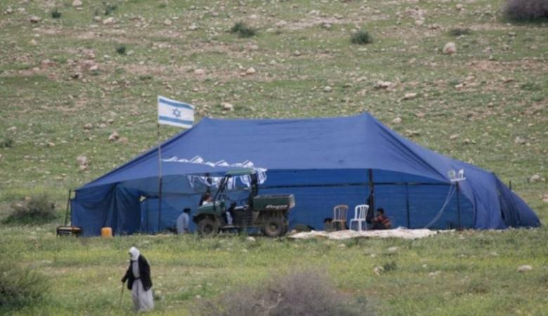 مستوطنون ينصبون خيمة على اراضي المواطنين جنوب الخليل