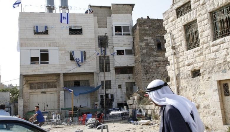 بلدية الخليل تدرس التصدي لمخططات استيطانية جديدة في البلدة القديمة