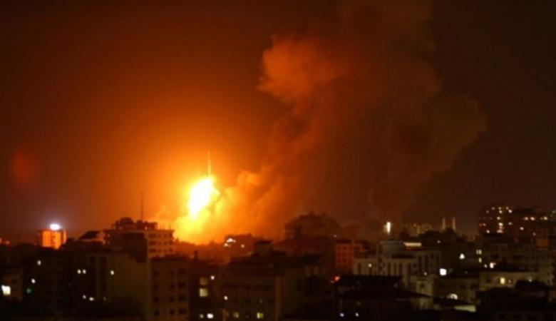 غارات إسرائيلية وقصف مدفعي على غزة فجراً