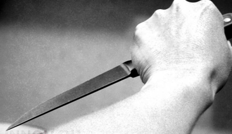 طالب يقتل مدرسته طعنا في مدرستها ويصيب طلاب آخرين