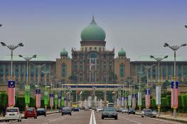 الحكومة الماليزية توافق على تخفيض رواتب الوزراء بنسبة 10%