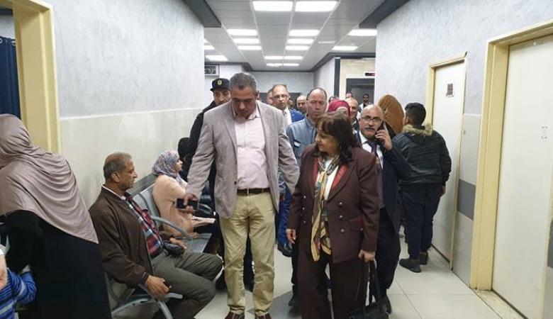 وزيرة الصحة تتفقد مجمع فلسطين الطبي وتلتقي بمواطنين ومرضى