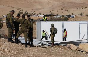 الاحتلال يفكك 70 مسكنا ويستولي عليها في بلدة العوجا شمال اريحا.