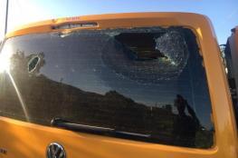 مستوطنون يحطمون مركبات المواطنين في بلدة حوارة جنوب نابلس