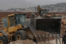 آليات الاحتلال تجرف أراضي جنوب نابلس