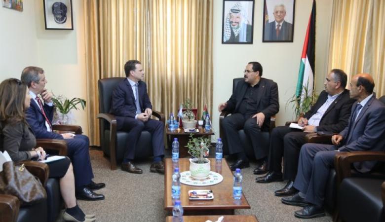 صيدم: وكالة الغوث تعلن الالتزام بالمناهج الفلسطينية