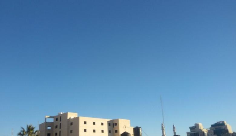 حالة الطقس: الجو مغبر والحرارة أعلى من معدلها السنوي العام بحدود 4 درجات