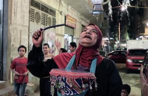 سيدة مصرية  تجوب شوارع القاهرة لإيقاظ الناس على السحور