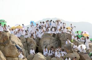 جموع حجاج بيت الله الحرام تستقر على صعيد عرفات