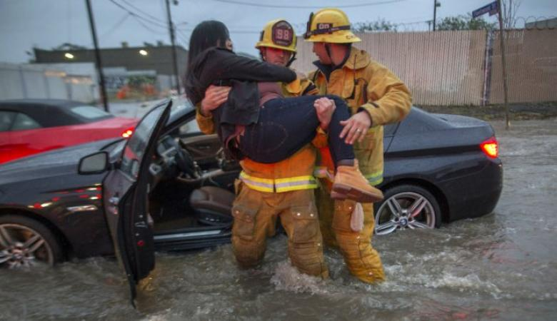 عاصفة مدمرة تقتل 13 أمريكيا وتقتلع منازلهم من اساستها في كاليفورنيا