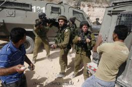 عشرات المستوطنين بحماية من قوات الاحتلال يهاجمون عوريف جنوب نابلس
