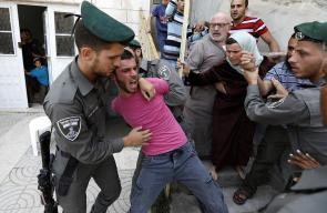 قوات الاحتلال تقمع عائلة الرجبي وتسيطر على منزلهم بالخليل