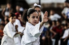 أطفال فلسطينيون يستعرضون مهاراتهم في رياضة الكاراتيه بغزة