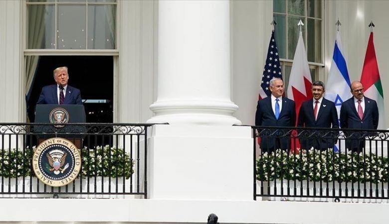 """""""هآرتس"""" تكشف عن موقف محرج حدث مع وفد البحرين في واشنطن: لم يعرف نسخة الاتفاقية"""