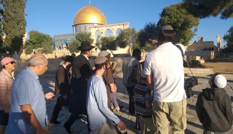 اكثر من 220 مستوطنا اقتحموا باحات المسجد الأقصى المبارك