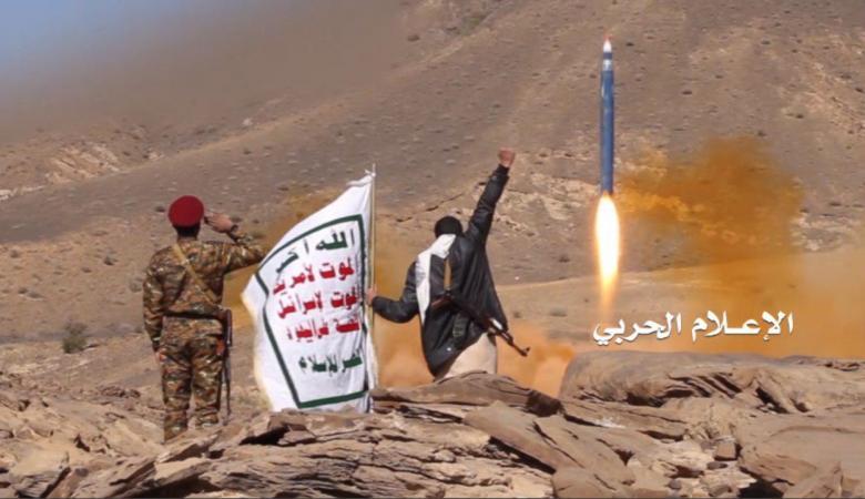 الحوثيون يقصفون السعودية بصاروخ باليستي