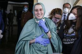 موظفة اغاثة ايطالية تتحرر من الأسر وتعلن اسلامها