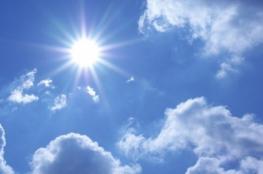 الطقس: درجات الحرارة تنخفض وتبقى أعلى من معدلها