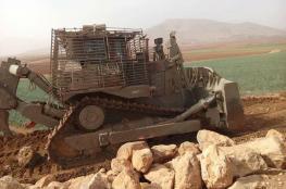 الاحتلال يشرع بتجريف 6 دونمات ويقتلع اشجارا شرق الخليل