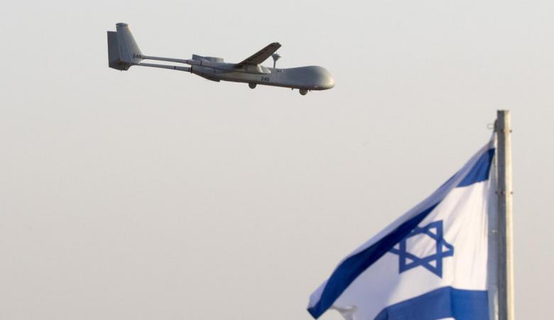 لبنان : مزارع يسقط طائرة اسرائيلية ببندقية صيد