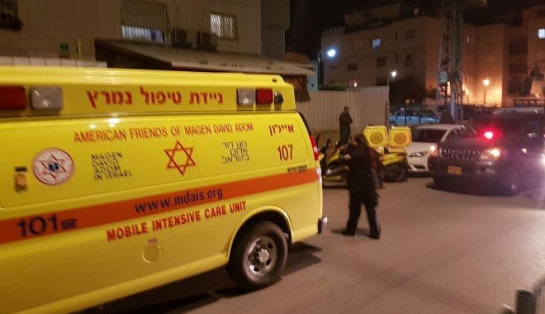 مقتل رجل من الداخل  واصابة اخرين بعيارات نارية