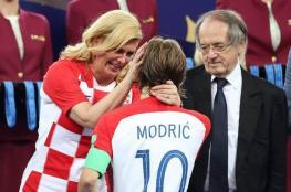 شاهد: بكاء رئيسة كرواتيا بعد تتويج فرنسا بكأس العالم