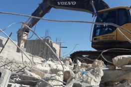 الخليل: الاحتلال يخطر بهدم منزل وبوقف العمل بآخر في قرية التوانة