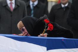 زوجة السفير الروسي المقتول تدخل في نوبة بكاء هستيرية