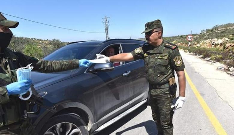 """""""فتح"""" وبلدية الخضر يقدمان التهاني لأفراد الأمن على حواجز المحبة بعيد الفطر"""