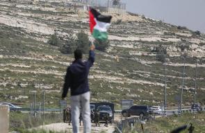 مسيرة امام حاجز بيت ايل منددة بالانتهاكات الاسرائيلية