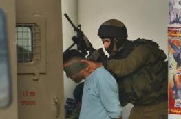 شاهد ..الاحتلال يعتقل فتاة ووالدها من بني نعيم شرق الخليل