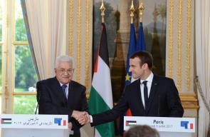الرئيس محمود عباس خلال لقائه بنظيره الفرنسي في باريس