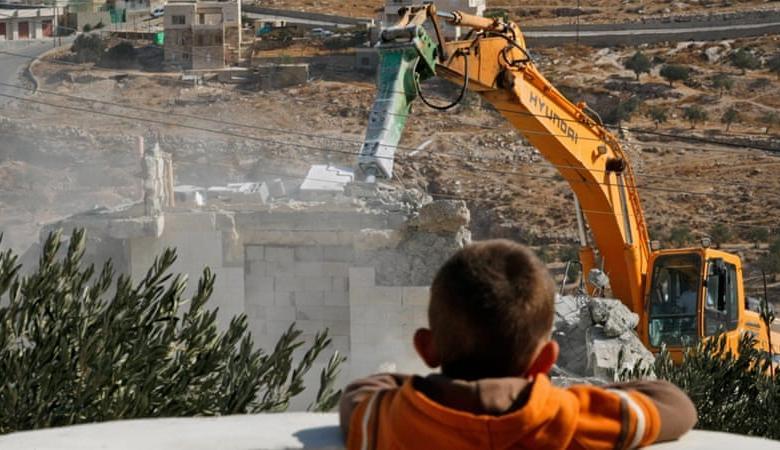 الاحتلال يجبر عائلة ابو صبيح على هدم منزلها في القدس