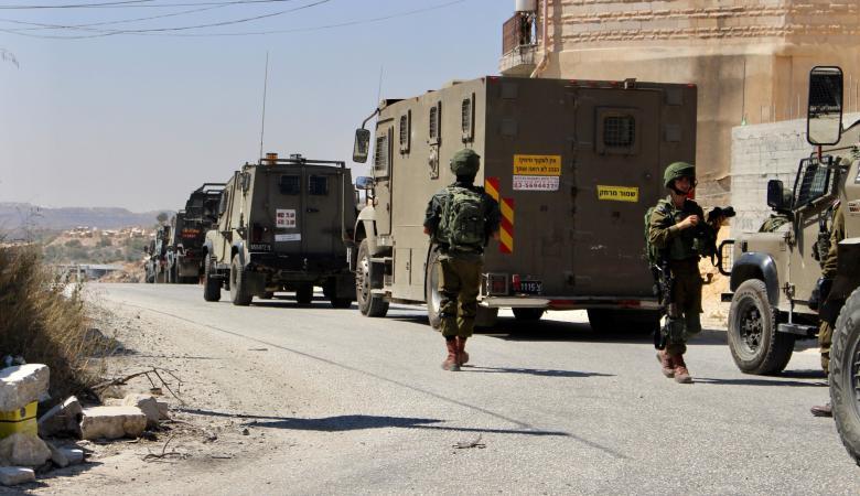 قوات معززة من جيش  الاحتلال تداهم  10 مناطق في رام الله فجر  اليوم