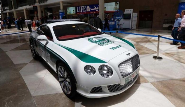 دبي تكشف عن اسرع سيارة شرطة في العالم