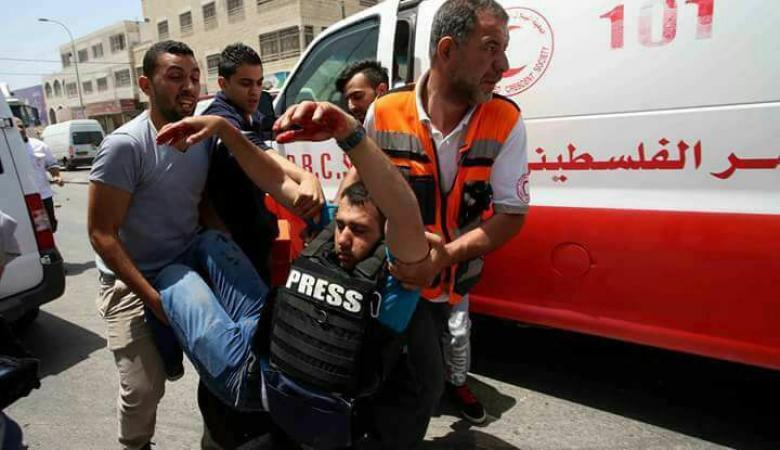 وزير الصحة يدين قيام الاحتلال باعتقال رجل إسعاف في نابلس