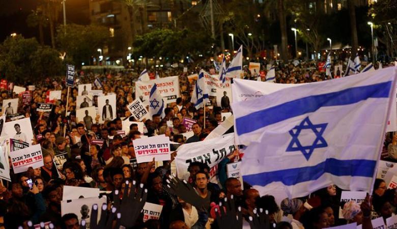 آلاف الإسرائيليين يحتجون مطالبين نتنياهو بالاستقالة