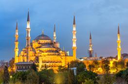 مغنية أمريكية شهيرة تعلن إسلامها في إسطنبول (صور)