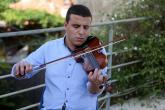 """يشبهونه بـ""""سيد مكاوي"""".. شاب فلسطيني يتحدى الإعاقة بالموسيقى"""
