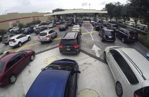 43FAA5C700000578-4863778-Drivers_wait_in_line_for_gasoline_in_Altamonte_Springs_Fla_ahead-a-41_1504825599313