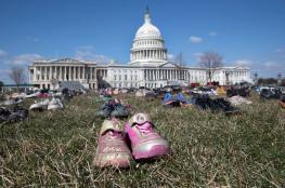 أمريكيون يضعون 7000 حذاء لأطفال ومراهقين أمام مبنى الكونغرس لهذا السبب